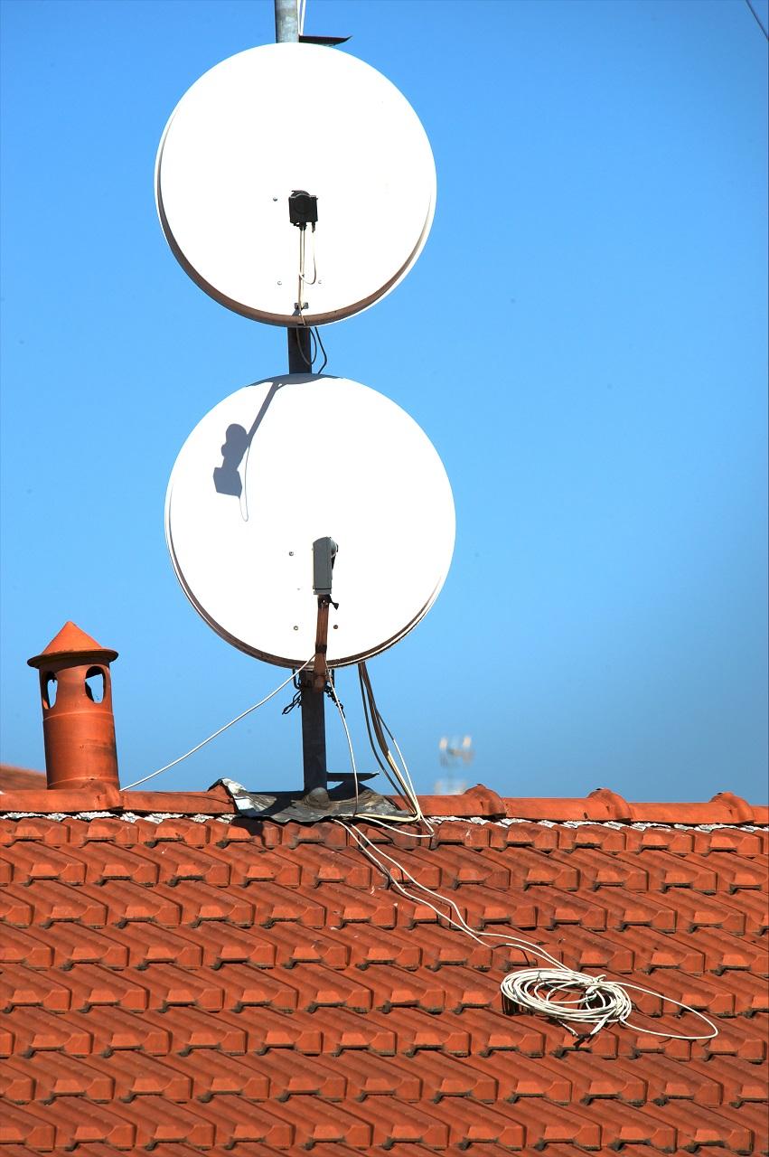 Gdzie można wykonać montaż anteny satelitarnej?
